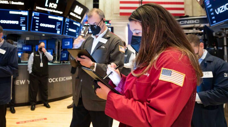10-year Treasury yields will break out of slump in weeks: Wells Fargo