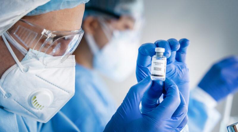 Make COVID Vaccine Mandatory for Doctors?