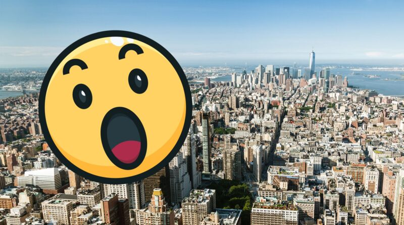 """Naked guy found in """"World's Largest Photo"""" of New York City"""
